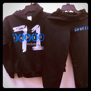 Warm-up suits/Pullover Hoods/Flagship T-shirts